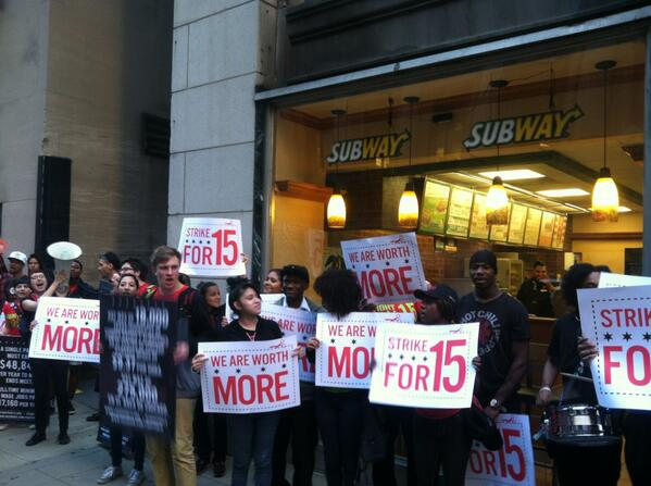 In Chicago, hundreds call for higher wages for fast food workers[photos]
