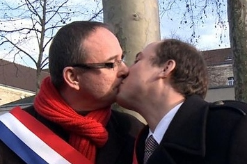 Community Post: French Congressmen Exchange A Kiss To Support Same-Sex Marriage