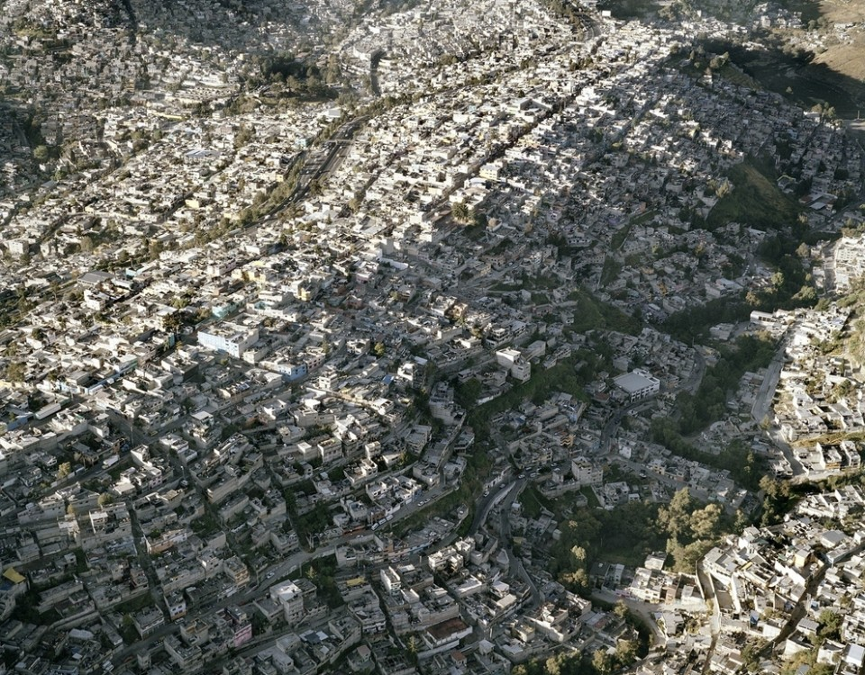 Amazing Photos Of Mexico City Show That Natural Boundaries Are No Match For Urban Sprawl