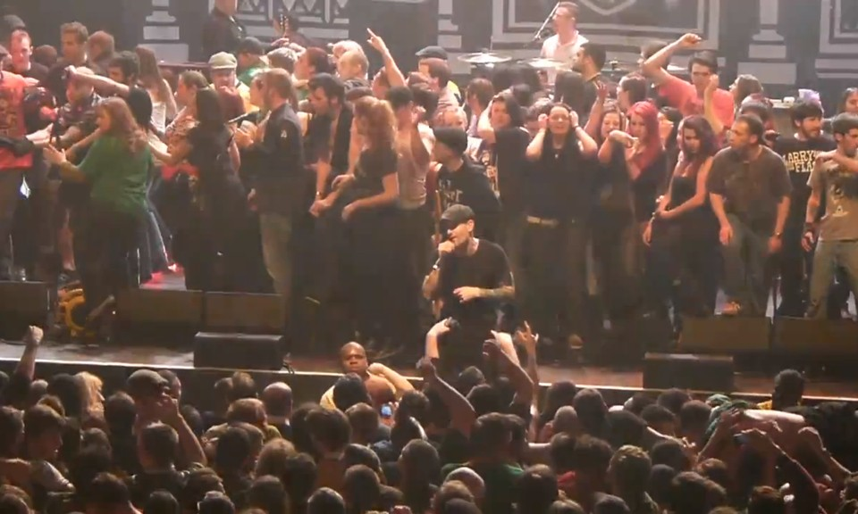 Watch The Dropkick Murphys Chokeslam A Nazi On Stage