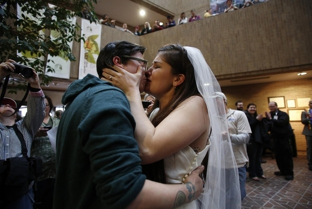 Federal Government Should Accept Utah Same-Sex Marriages, Human Rights Campaign Urges