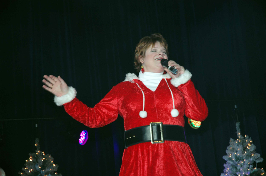 Community Post: 23 Awkward Holiday Concert Photos