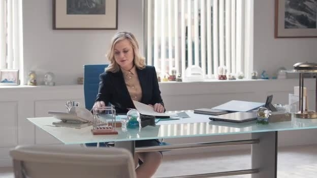 Amy Poehler Stars In Old Navy's New TV Ads