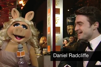 Community Post: Miss Piggy Covers The BAFTA Red Carpet