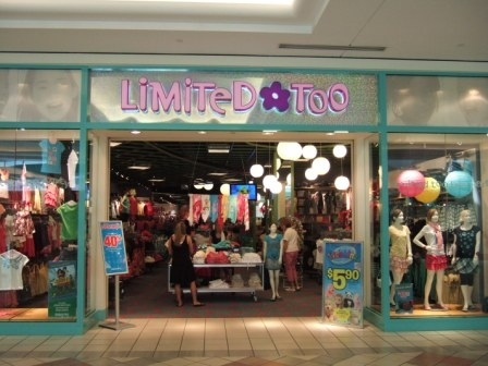 13 Essential Mall Stores That '90s Girls Shopped