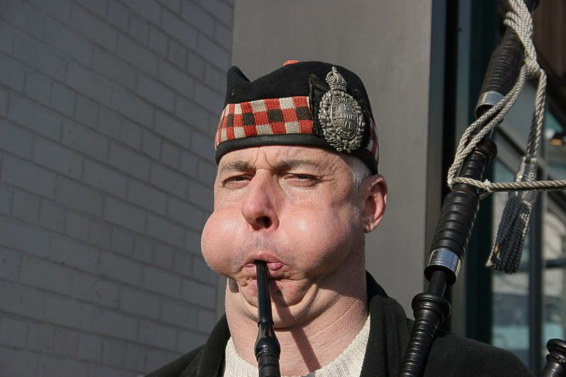 PsBattle: This bagpipe player