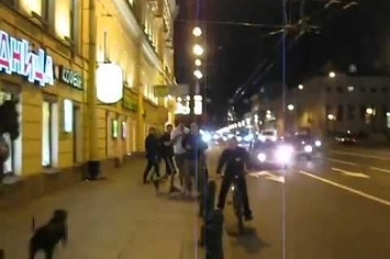Community Post: Just A Typical Scene On A Russian Sidewalk