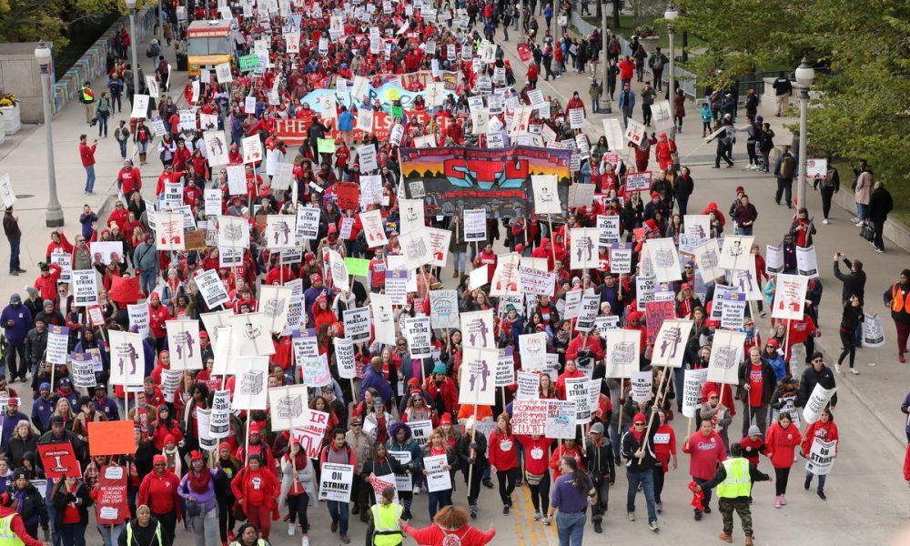 Chicago teachers strike enters second day as negotiations move forward