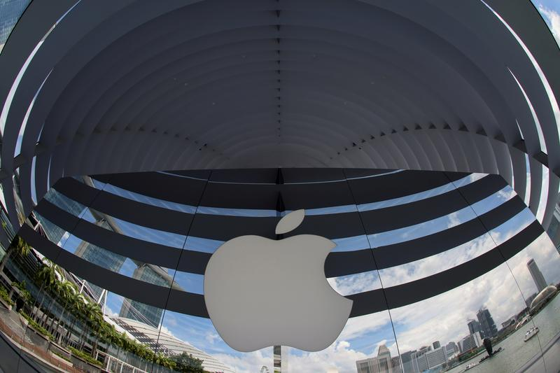 Apple ends Barclays credit-card partnership ahead of new devices: Bloomberg News – Reuters